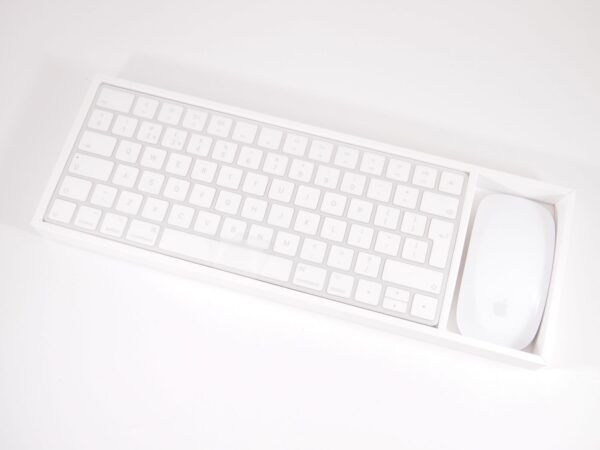 Apple Magic Keyboard & Magic Mouse 2